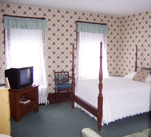 Greenville Arms 1889 Inn: Cute Main Inn Room