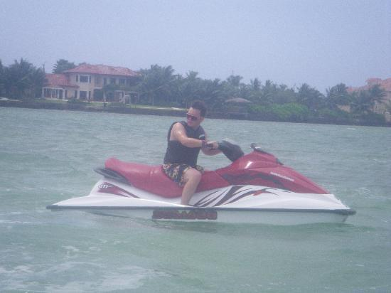 Fat Fish Adventures: Very Nice Jet Ski it could fly