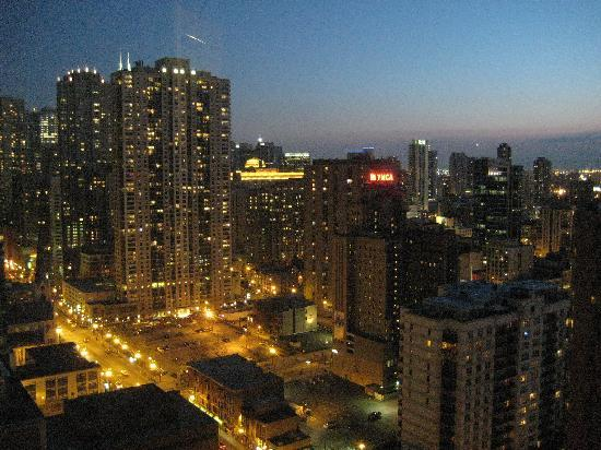 Sofitel Chicago Magnificent Mile: City View at night