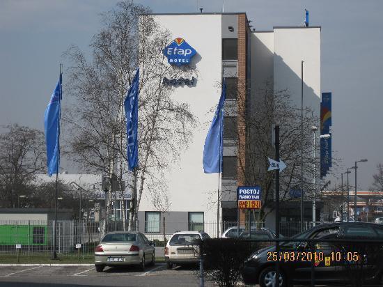 Ibis Budget Krakow Bronowice : ETAP seen from sister Novotel