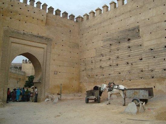 Fes Morocco  city photos gallery : Outside kasbah, Fes, Morocco: fotografía de Bab Boujloud, Fez ...