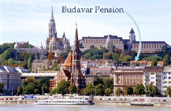 Budavar Bed & Breakfast: Pension spotted from the Pest side