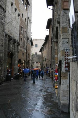 San Gimignano - pop. 7400, 1000 years old, 14 towers still standing (of the original 72) and tou