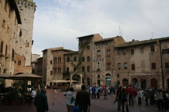 San Gimignano main square crawling with tourists