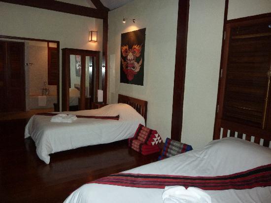 Inthira Hotel: Chambre
