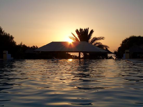 Faros Villa: La piscina col suo splendido tramonto