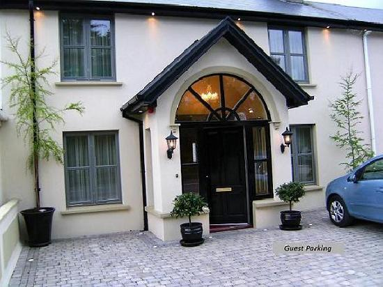 Larkinley Lodge - Town Centre B&B
