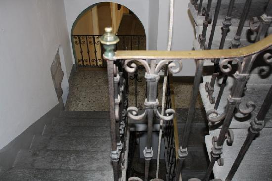 Relais San Lorenzo: Treppenaufgang zum Hotel
