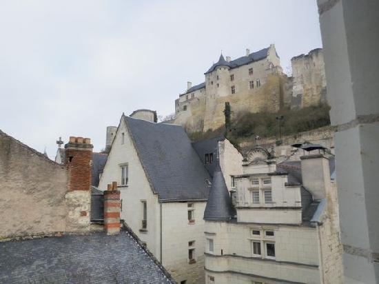 Hostellerie Gargantua : View of Chinon fortress from hotel stairway