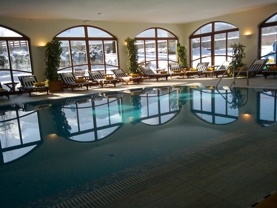 Kempinski Hotel Grand Arena: indoor pool