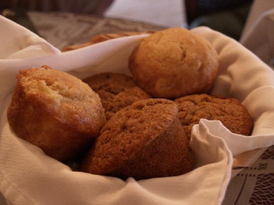 A Wicher Garden Bed & Breakfast: 焼きたてのパイナップル・マフィンとパンプキン・マフィン