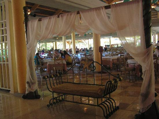 Iberostar Bavaro Suites: Enterance to the Buffet restaurant