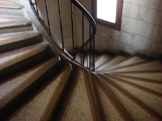 Hostellerie Gargantua: Stairs leading to room