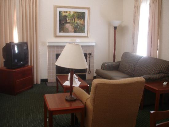 Residence Inn Chicago Deerfield: Living room