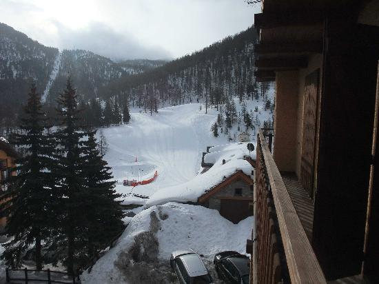 Hotel Roma Claviere: Nice view of slopes and lift from our room