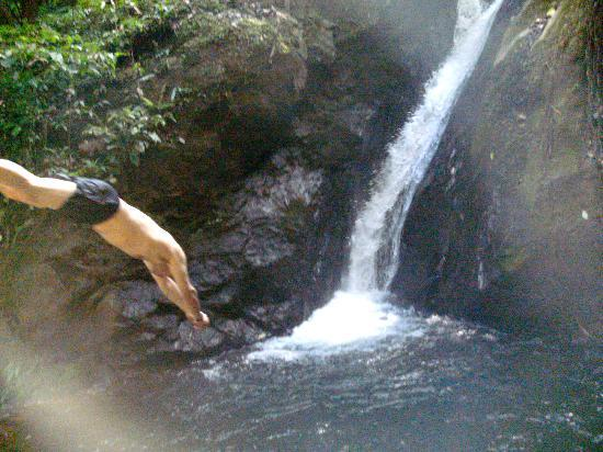 Sabalo Lodge: Swimming at a nearby waterfall