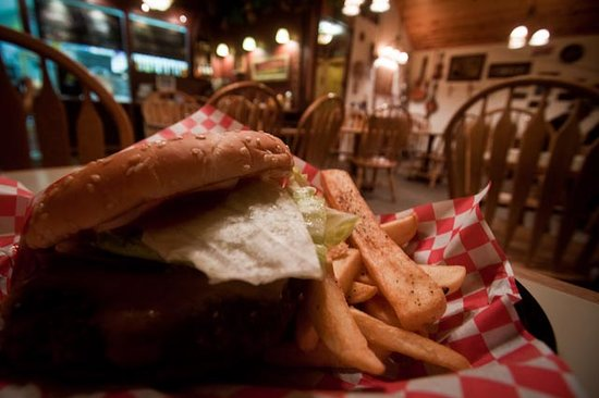 Island Park, ID : Cheeseburger at Boondocks Restaurant
