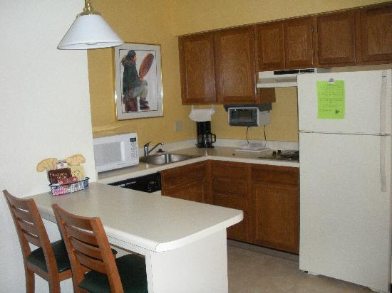 Residence Inn Anchorage Midtown: Kitchenette