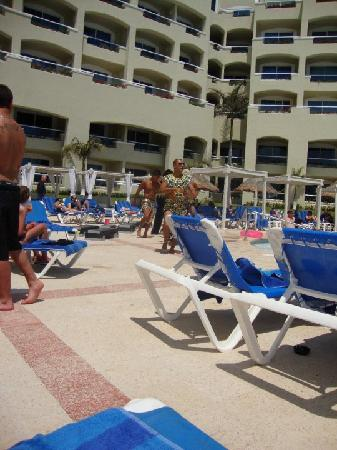 Panama Jack Resorts Cancun: Miguel doing his thing by the pool