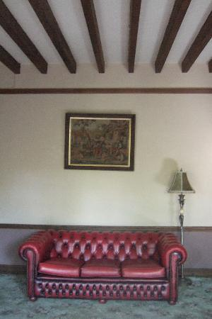 Sevenways Guest House: Lounge