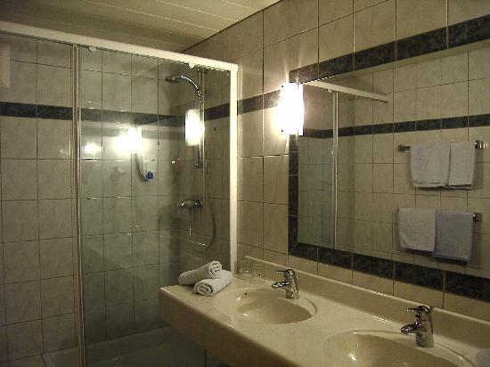 Alpenhotel Badmeister: Bad (es gab ne extra Toilette)