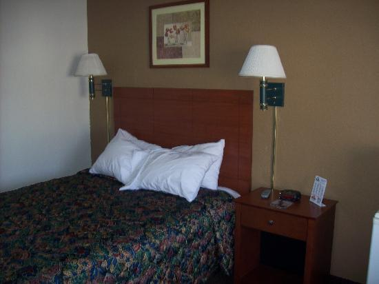 Days Inn Ankeny - Des Moines: Bed