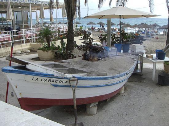 Fuengirola, Spanien: Bares y Restantes sobre el Paseo Marítimo