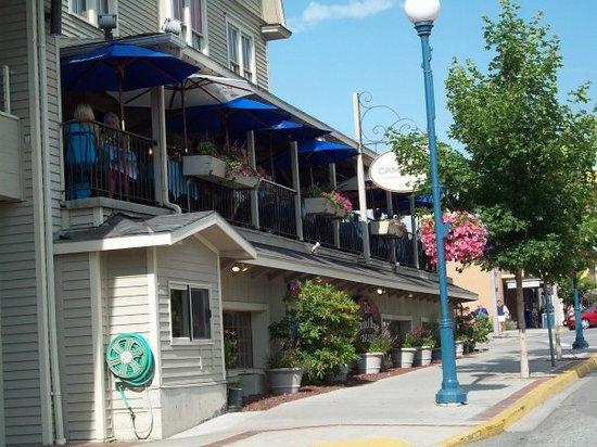 Campbell's Pub & Veranda: The Veranda restaurant, very nice.