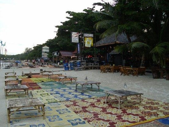Ko Samet, Thailand: Putting out the seats for the evening
