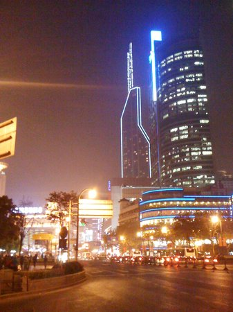 Rayfont Celebrity Hotel & Apartment Shanghai: Shanghai by night