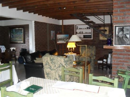 Hosteria Canela B&B: Dining and living room