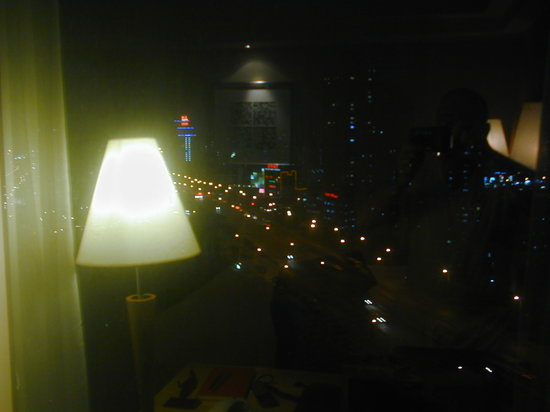 DoubleTree by Hilton Shanghai-Pudong : Night view from my room