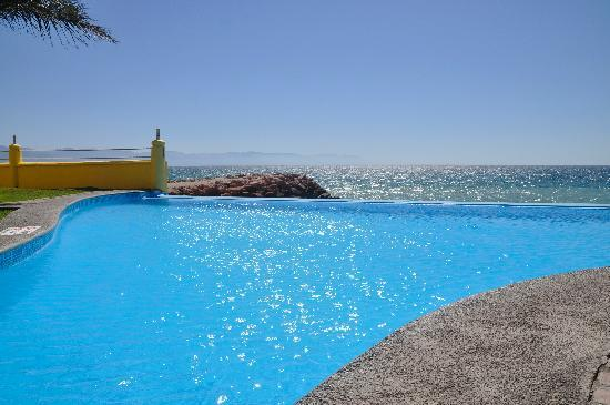 Plaza Pelicanos Grand Beach Resort: Infinity Pool
