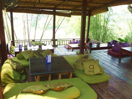 Dyen Sabai Restaurant: vue de la terrasse