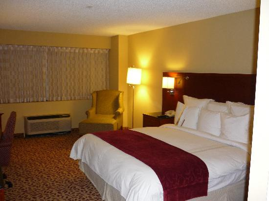 DoubleTree by Hilton Hotel Los Angeles - Norwalk: View upon entering the room