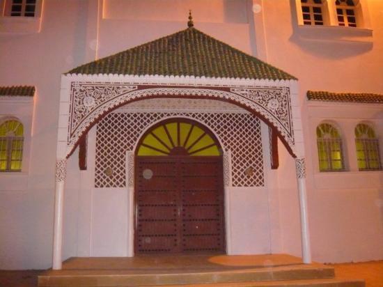 Nador, Марокко: Uma das entradas da Mesquita.