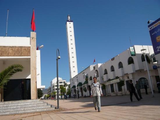 Nador, Morocco: De novo a Mesquita.