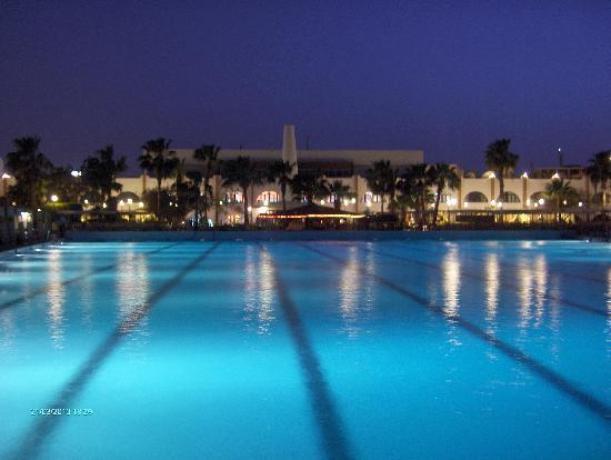 Arabia Azur Resort : Poolen ved aftenstid