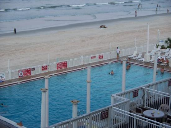 Nice Large Swimming Pool At The Desert Inn In Daytona Beach