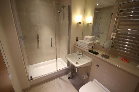 The Nadler Kensington: Bathroom