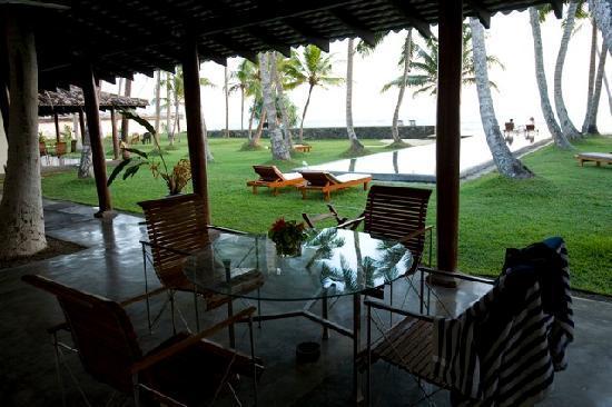 Apa Villa Thalpe: Veranda shade at Apa Villa