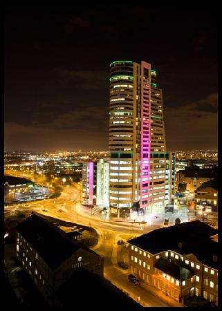 Doubletree by Hilton Hotel Leeds City Centre: 13th Floor Sky Bar Terrace night time view