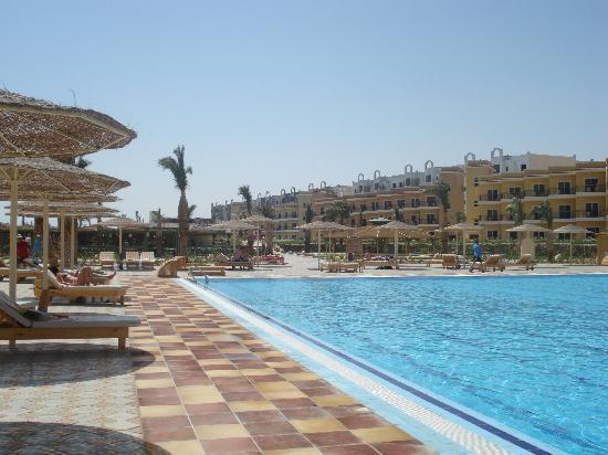 The Three Corners Sunny Beach Resort: piscine 33mètres