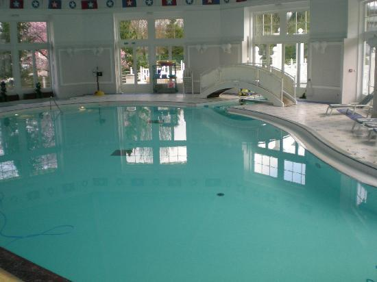 Swimming pool picture of disney 39 s newport bay club chessy tripadvisor for Family hotels belfast swimming pool