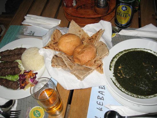 Metropolitan Cafe: モロヘイヤスープとコフタ