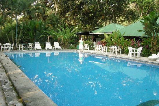 Atlantida Lodge: La pileta del hotel
