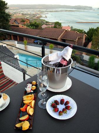 Villa Afrikana Guest Suites: Sunset drinks