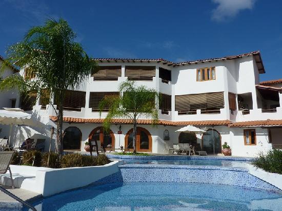 Sugar Cane Club Hotel & Spa : Bar & restaurant from pool area