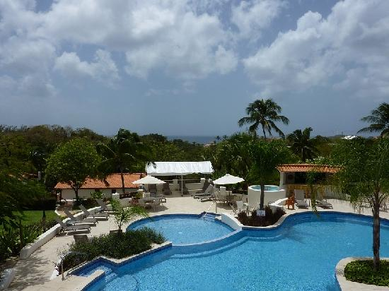 Sugar Cane Club Hotel & Spa : Pool and view to ocean