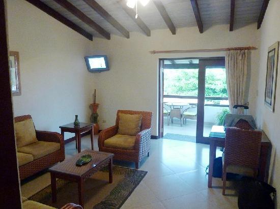 Sugar Cane Club Hotel & Spa : Inside room - living area